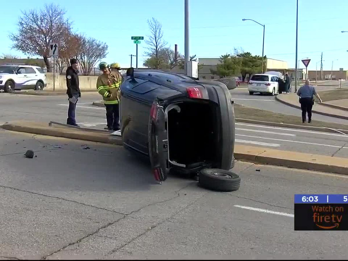 No one hurt in Lawton crash