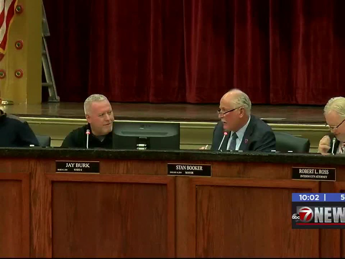 Lawton City Council meets, mayor to sign consent order for landfill litter