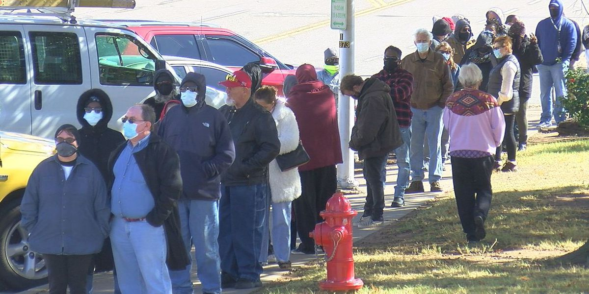 Hundreds wait hours for Comanche County early voting