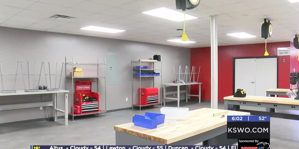 Duncan High School holds open house for new Innovation Hub and Stem Lab