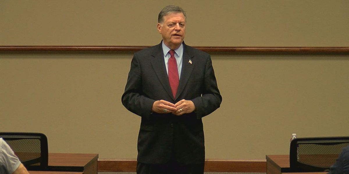 Congressman Tom Cole holds town hall