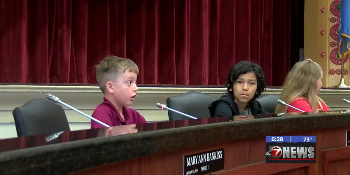 Woodland Hills fourth graders learn about city government