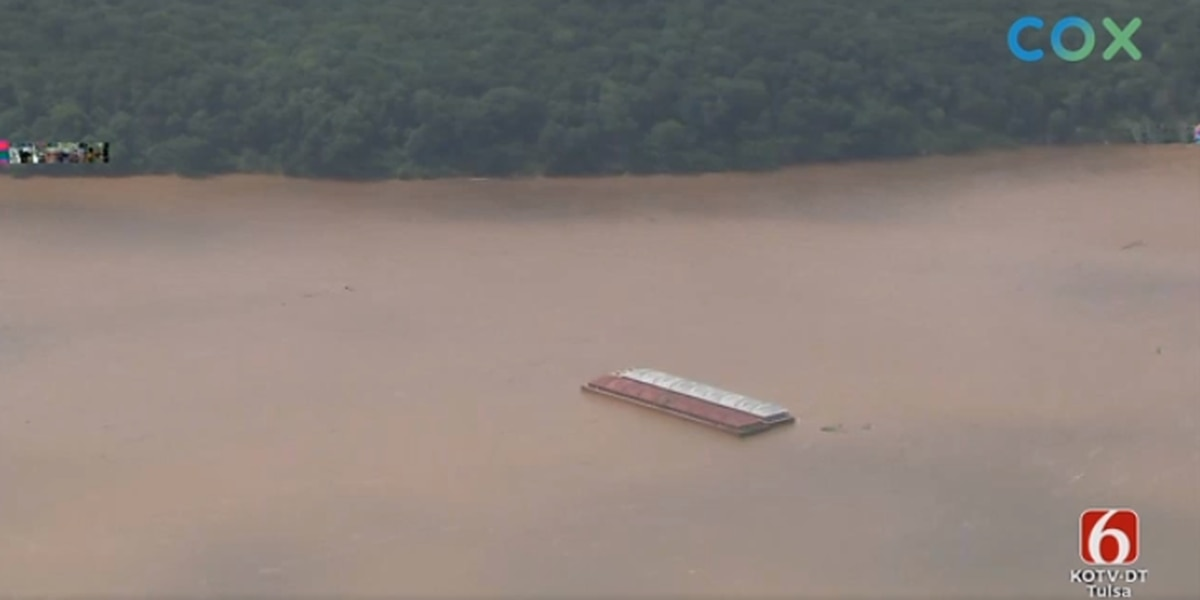 Two barges break loose again, threatening dam near Webbers Falls