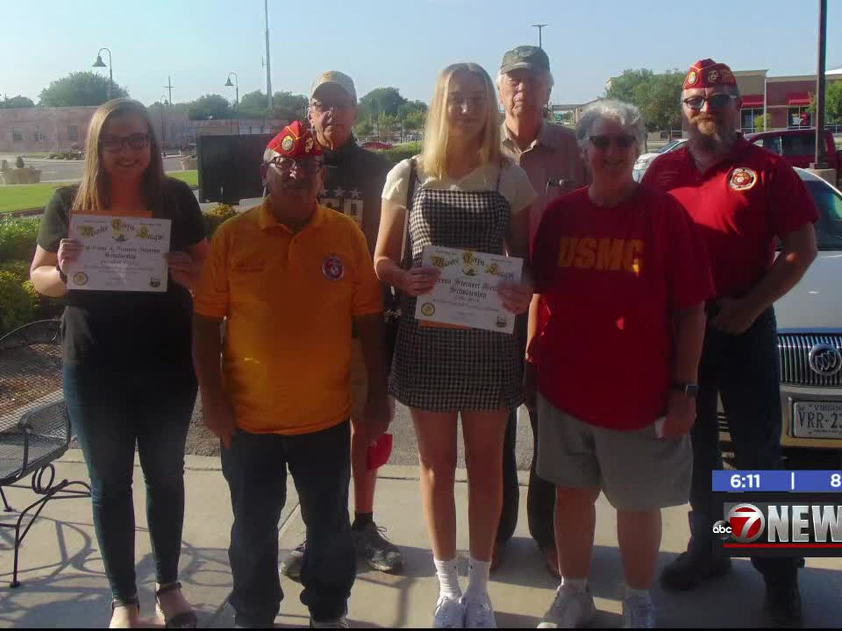 Lawton seniors receives scholarships for college
