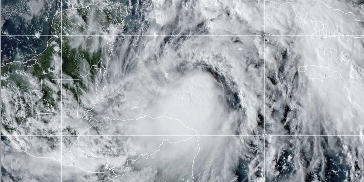 Winds and rain whip Yucatan resorts as Hurricane Zeta nears