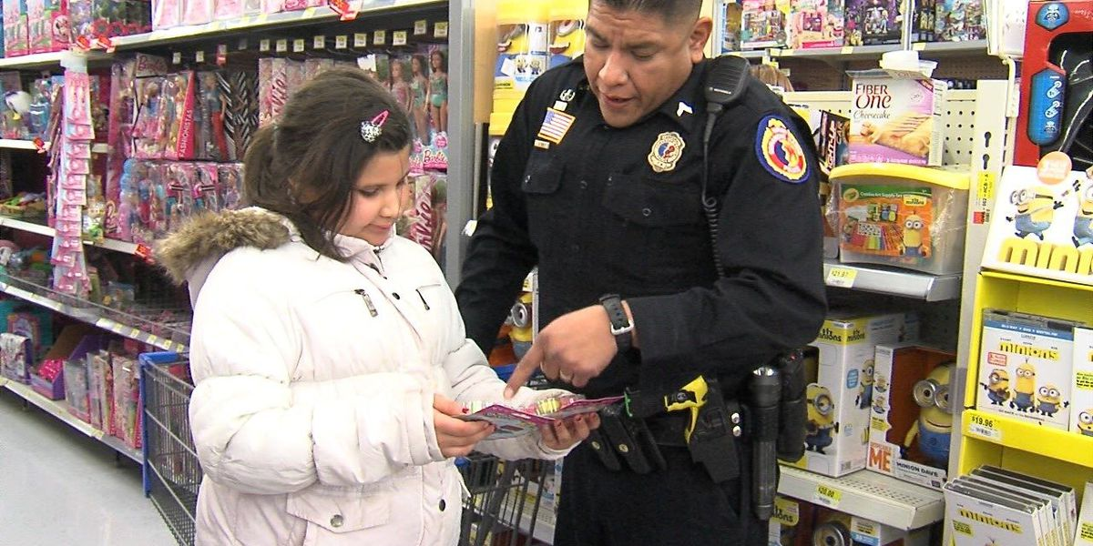 Children enjoy dinner and $100 shopping spree with Comanche Nation Police